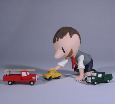 Page 0 Figurine Le Petit Nicolas jouant aux petites voitures