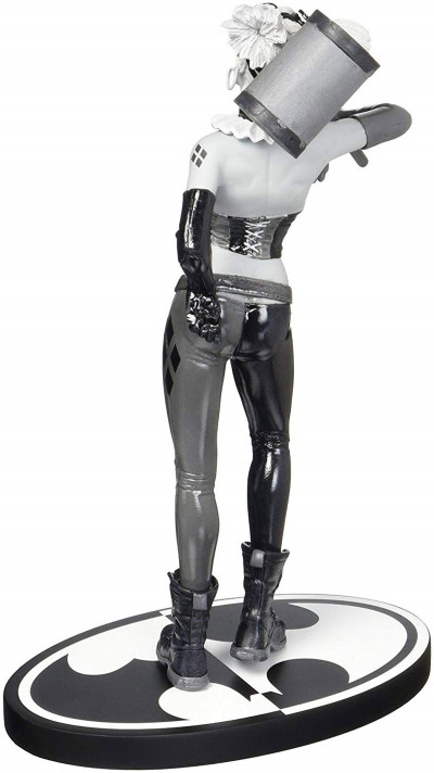 Dos Harley Quinn - DC Direct Black and White