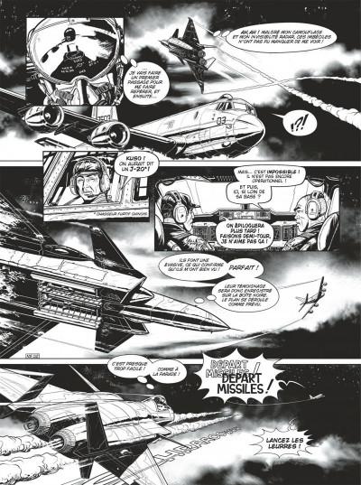 Page 4 Buck Danny tome 54 (noir et blanc)