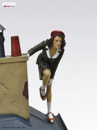 Page 1 Figurine Jeanne sur les toits de Paris