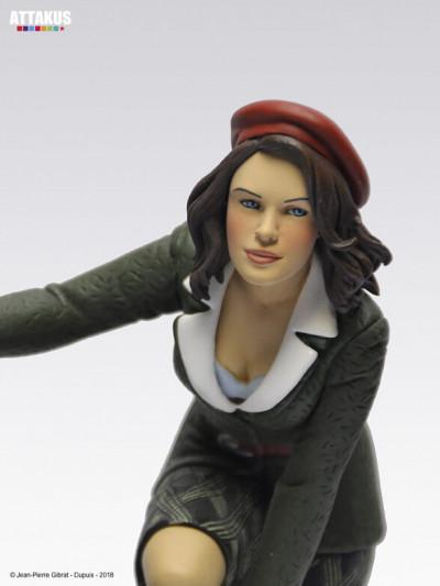 Page 5 Figurine Jeanne sur les toits de Paris