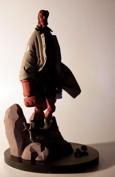 Page 1 Figurine Hellboy