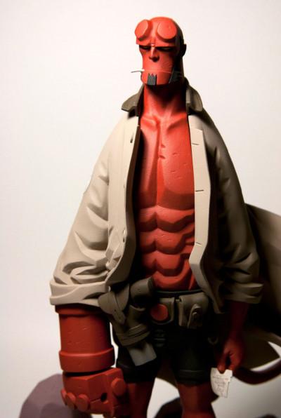 Page 3 Figurine Hellboy