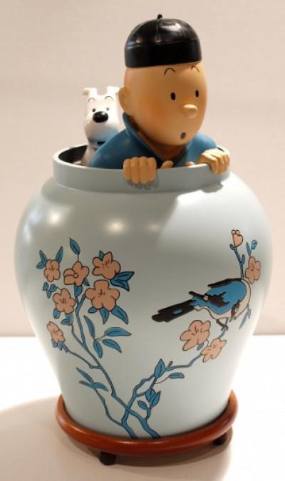 Couverture Tintin dans la potiche - Le lotus bleu